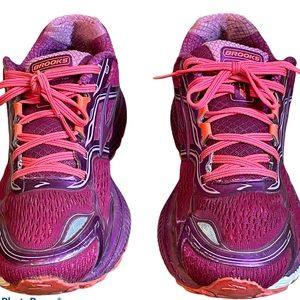 BROOKS GHOST 8 RUNNING SNEAKERS SIZE 9